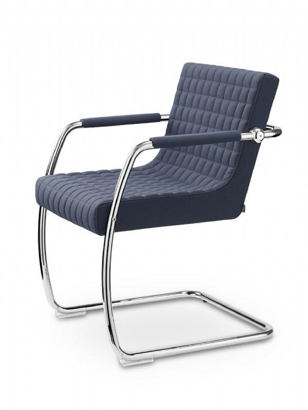 Bijzetstoel of vergaderstoel Retro van Sitland, slede model,  met mooie Matelasse stiksel (1)
